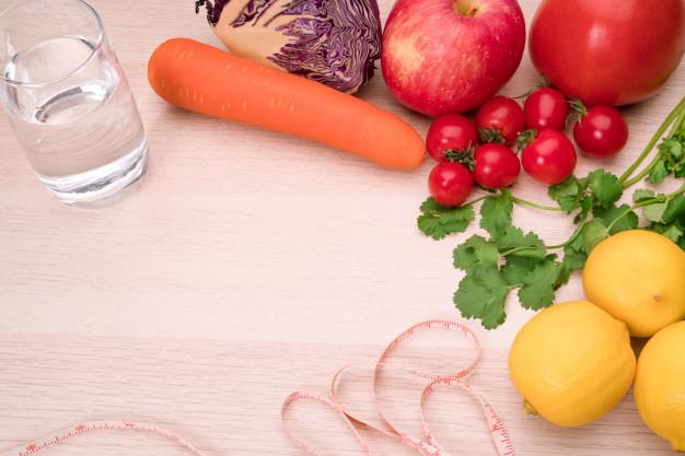 alimentos frescos e água